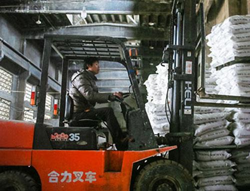 粉体速凝剂工作人员操作
